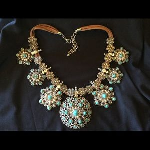 Jewelry - Fashion Turquoise and Silvertone  Concha Necklace